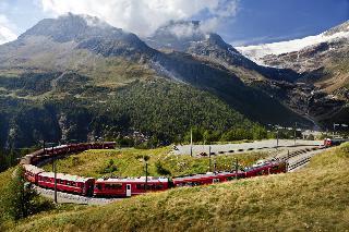 Vožnja z vlakom Bernina express in italijanska jez