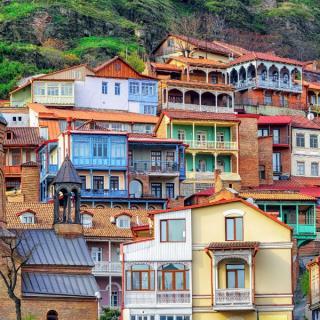 Tbilisi, med starodavnim in modernim