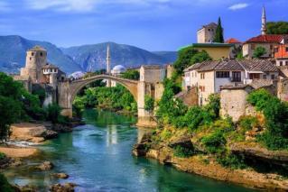 Neuničljiva Mostar in Sarajevo s Titovim bunkerjem