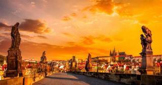 Češka z gradovi in zlato Prago s skokom v Brno